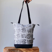 Load image into Gallery viewer, Linocut Project Bag - Long Handles XXL - Black&White-La Cave à Laine
