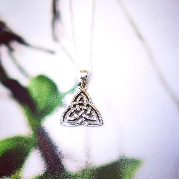 Sterling Silver Curved Trinity Knot Pendant
