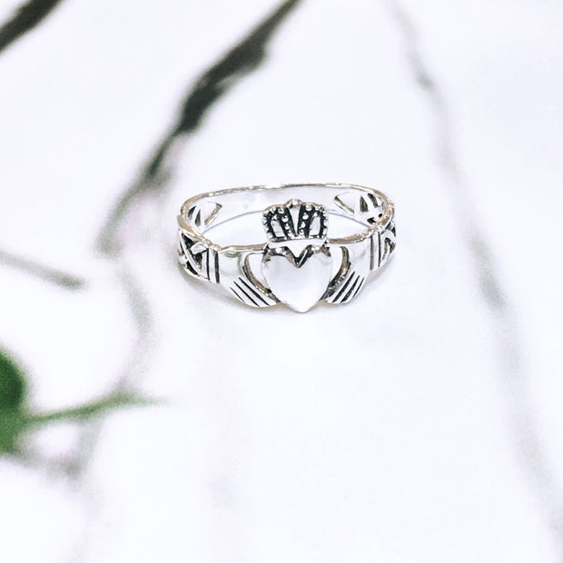 Sterling Silver Knotwork Claddagh Ring (Large Face)
