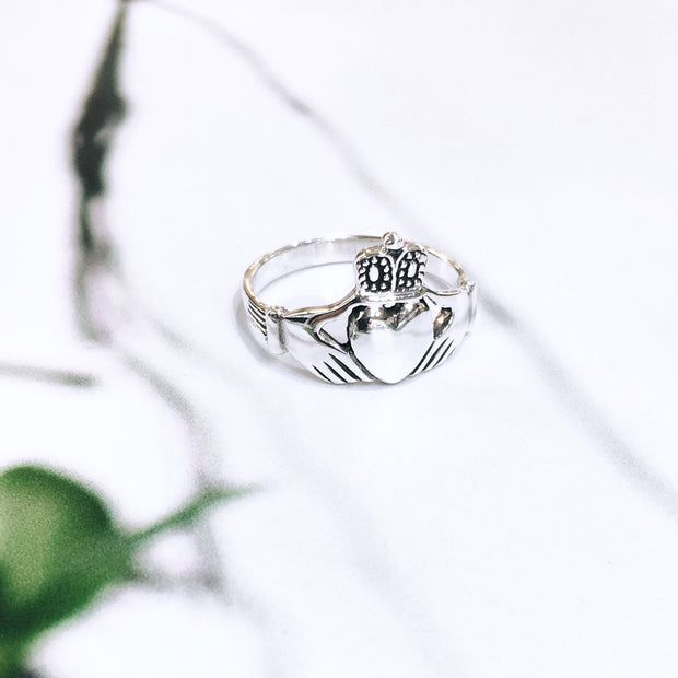 Sterling Silver Traditional Claddagh Ring (Large face)