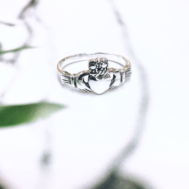 Sterling Silver Traditional Claddagh Ring (Small face)