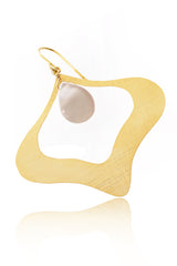 BY THE STONES PETAL Gold Pearl Earrings