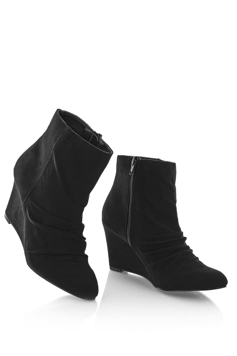TIMELESS HILDA Black Suede Ankle Boots