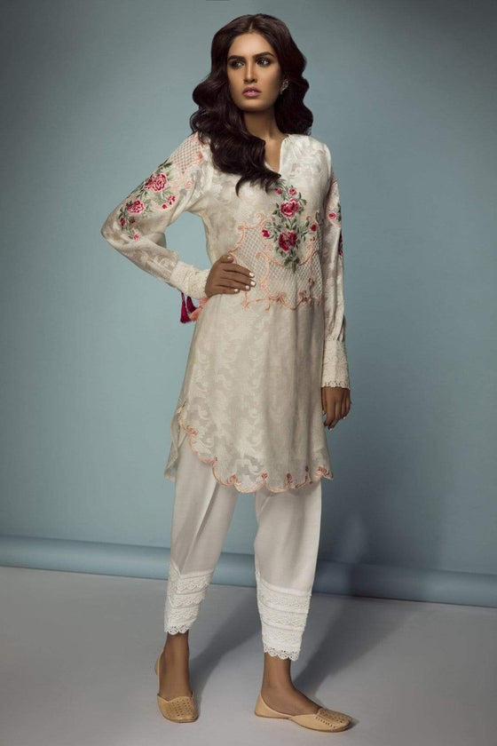 Sanam Chaudhri - English Bouquet Applique