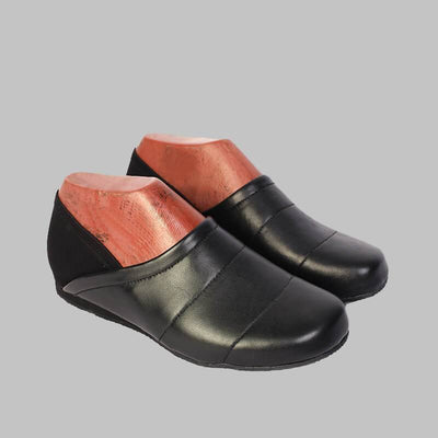 Novado - Mens Black Leather Clog