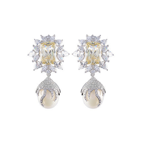 Amishi - Stunning Baroque Pearls Earrings