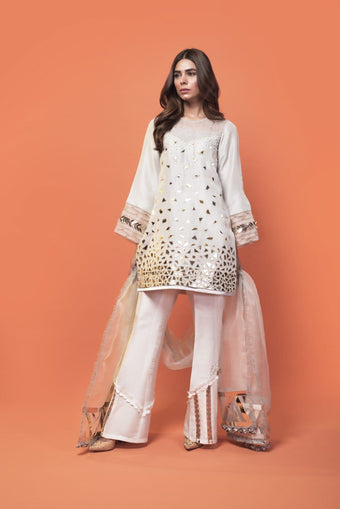 Saleha Kashif - Grey Aplaque Design