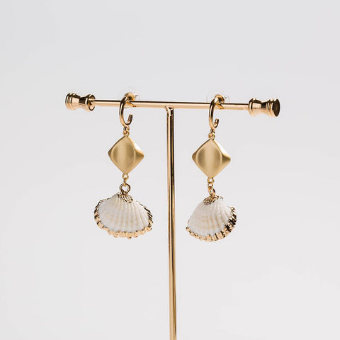 White Shell C Shape Gold Earrings AL172