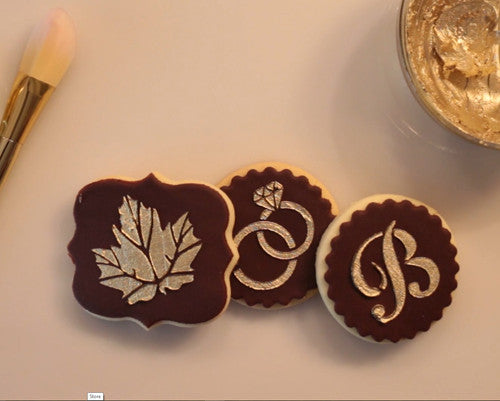 Cookie decorating with golden piping gel (Video)