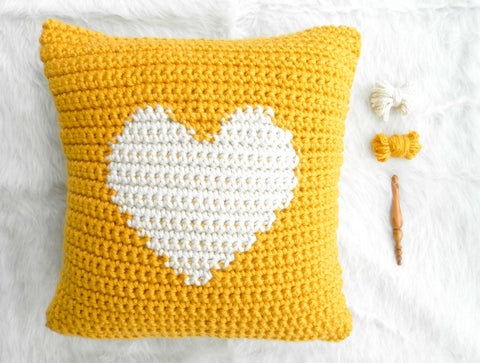One Heart Throw Pillow // Crochet Pattern