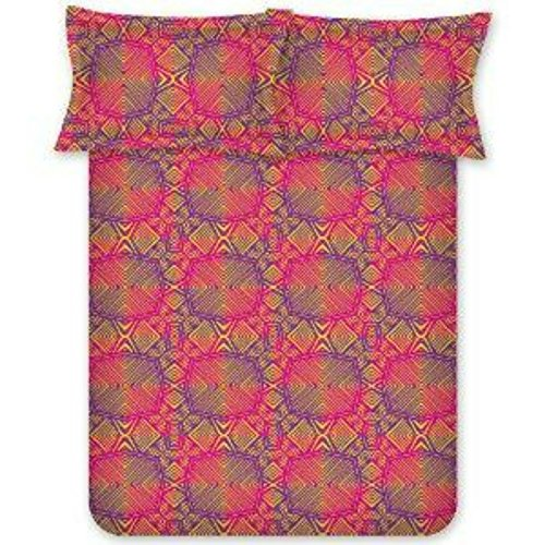 Bombay Dyeing 140 TC PolyCotton Bedsheet With Two Pillow Covers : Red