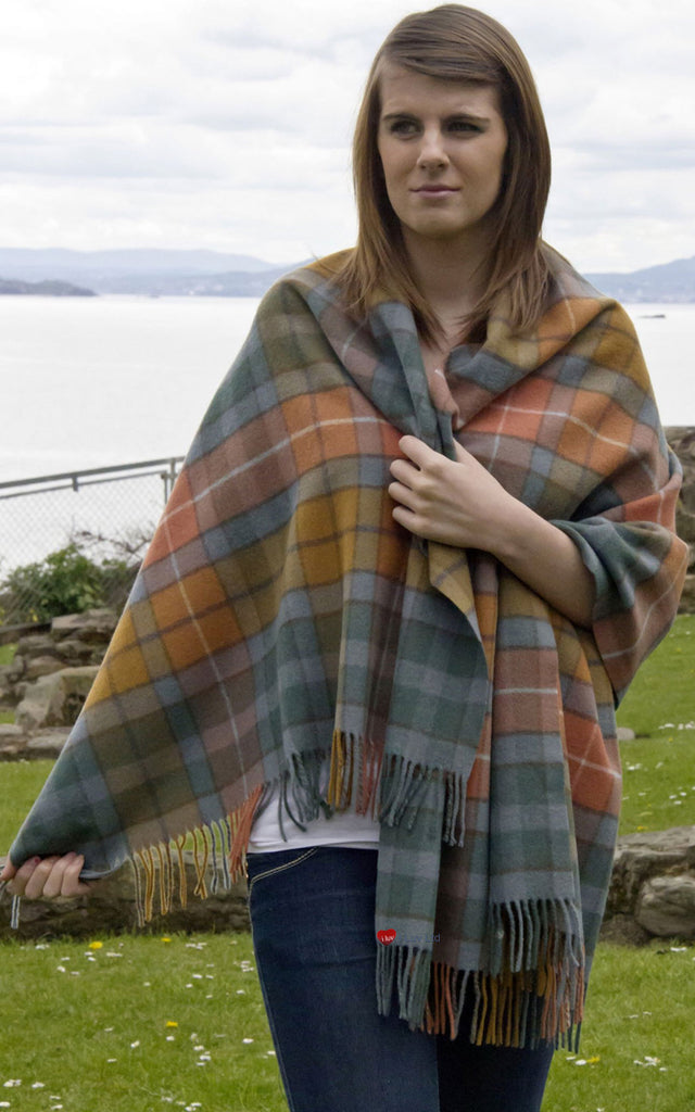 Edinburgh Lambswool Stole in Buchanan Antique Tartan