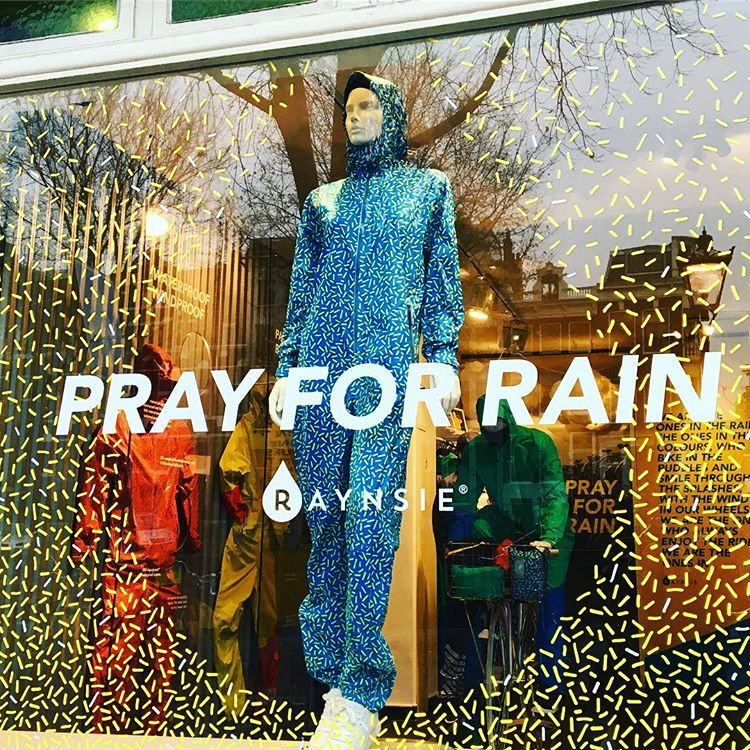 No need to pray..... 💙☔️💙 #dress #instyle #always @raynsie 👌🏻 @grazia_nl @marieclaire_nl #amsterdam #souslapluie