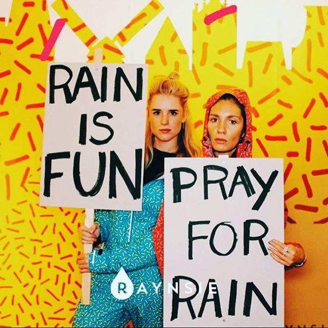 PRAY FOR RAIN @raynsie #raynsie #angeliquehoornmanagement #winter #autumn #halal #halal @72andsunny_ #handmodel
