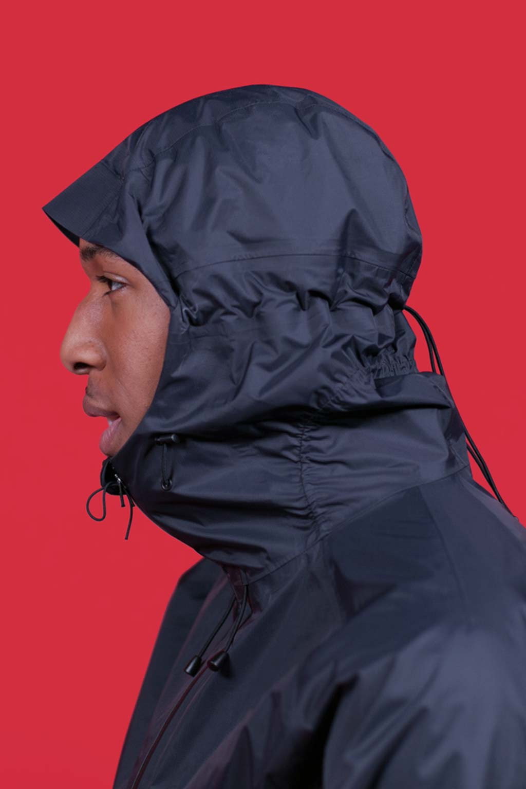 Fully adjustable hood with front and back drawstrings.