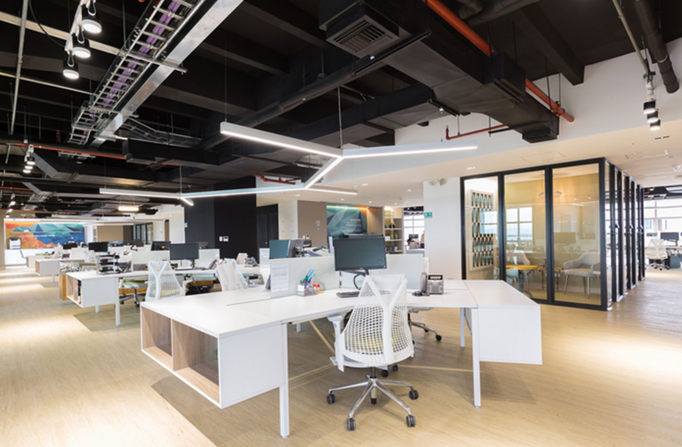 5 Practical Reasons Why YOU Need An Updated Office Design