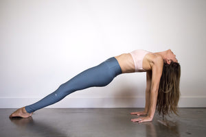 Alo Airlift Leggings in Concrete XXS