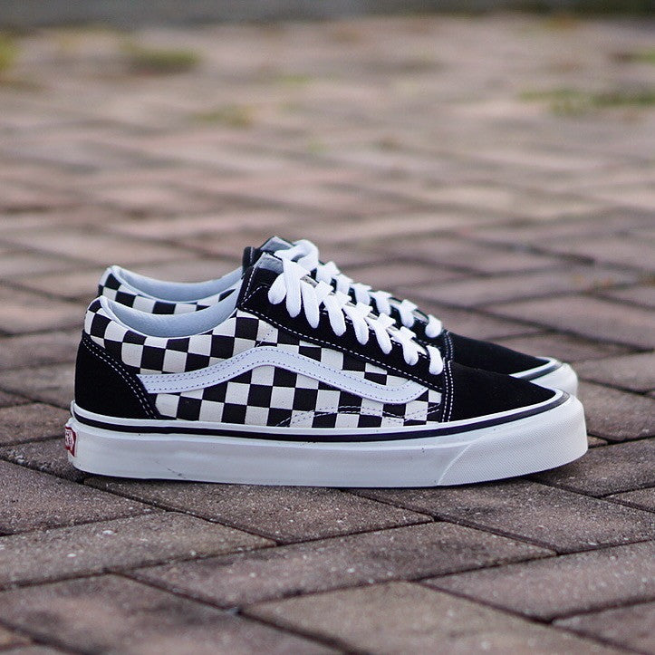 vans black old skool checkerboard