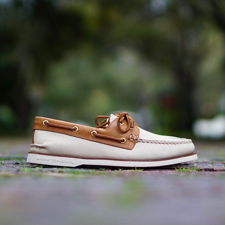 "Sperry Gold Cup A/O 2-EYE ""Ivory/Tan"""