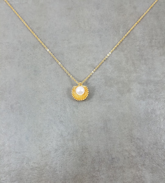 Seashell Pearl Gold Necklace