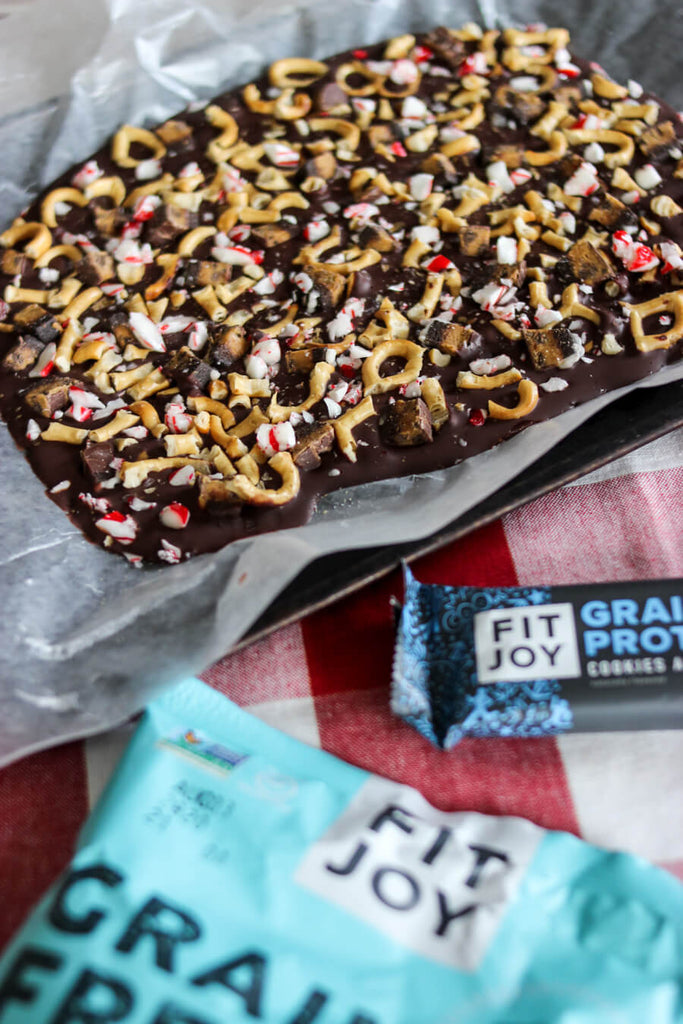 chocolate peppermint pretzel bark