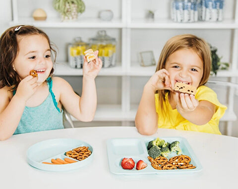 kids eating healthy foods
