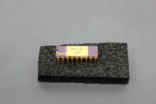 ANALOG DEVICES 10 BIT A/D CONVERTER AD571JD PURPLE/GOLD (S18-T-30A)