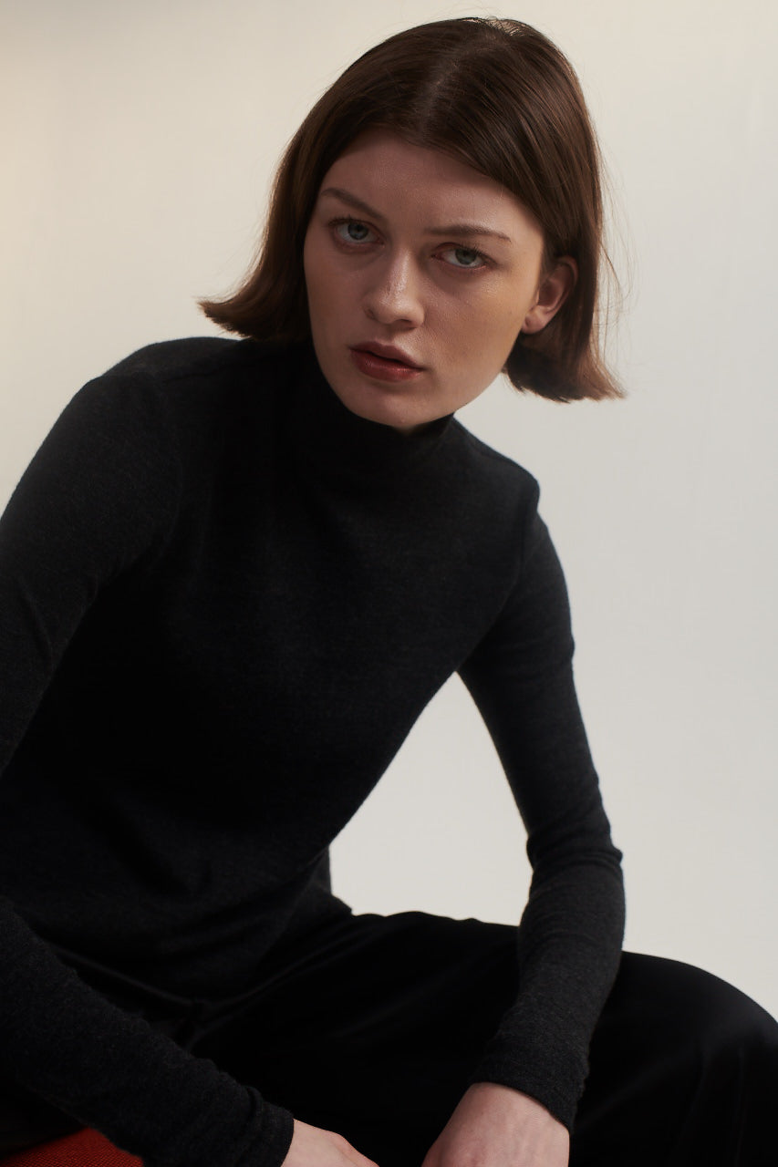 Turtle Neck Sweater in Gray