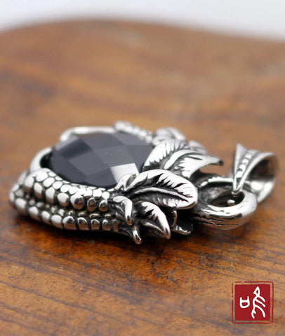 Best Selling Gothic Dragon's Claw Necklace Pendant