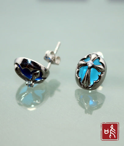 Compelling Gothic Cross Blue Cubic Zircon Ear Stud
