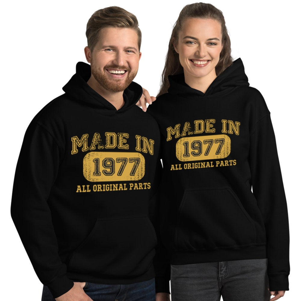 1977 Birthday Gift, Vintage Born in 1977 Hooded Sweatshirt for women men, 43rd Birthday Hoodies for her him, Made in 1977 Hoodie 43 Year Old