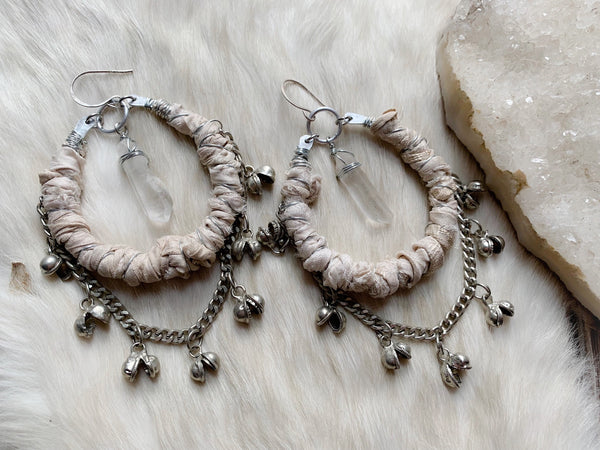 Silk and bell chain earrings in cream