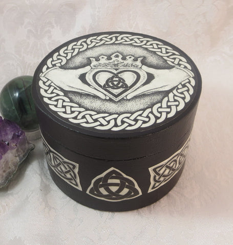 Round Cletic Claddagh Box