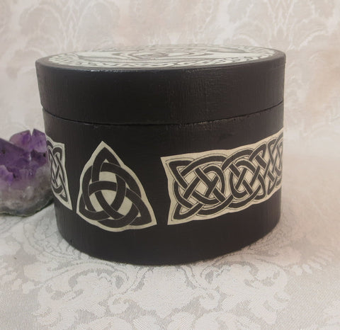 Round Celtic Claddagh Box Side