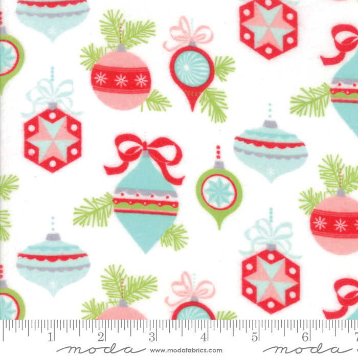 Vintage Holiday by Bonnie and Camille - Christmas Baubles in Ivory (FLANNEL) (1/4 metre)