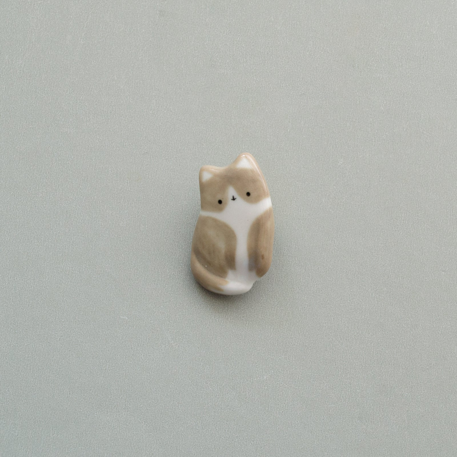 Greyish Brownish Tiny Cat Brooch