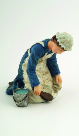 Dolls House Miniature Resin Doll Kneeling Maid With Bucket, Dolls and Resin Figures - The Dolls House Store