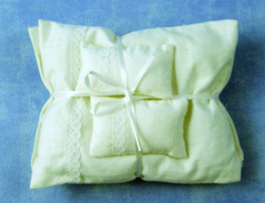 Dolls House Miniature White Pillows and Duvet, Bedroom - The Dolls House Store