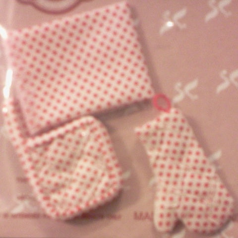 Dolls House Miniature Oven Glove And Pot Holders- Red, Kitchen - The Dolls House Store