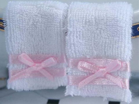 Dolls House Miniature 2 Towels, Bathroom - The Dolls House Store