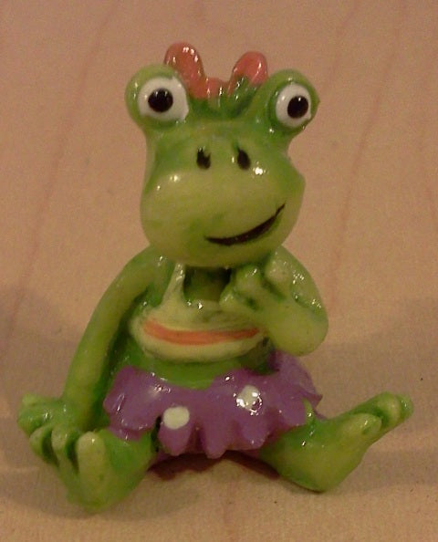 Dolls House Miniature Purple Frog Pond Ornament, Garden - The Dolls House Store