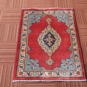 2x3 Wool Traditional Red And Beige Handmade Persian area rug