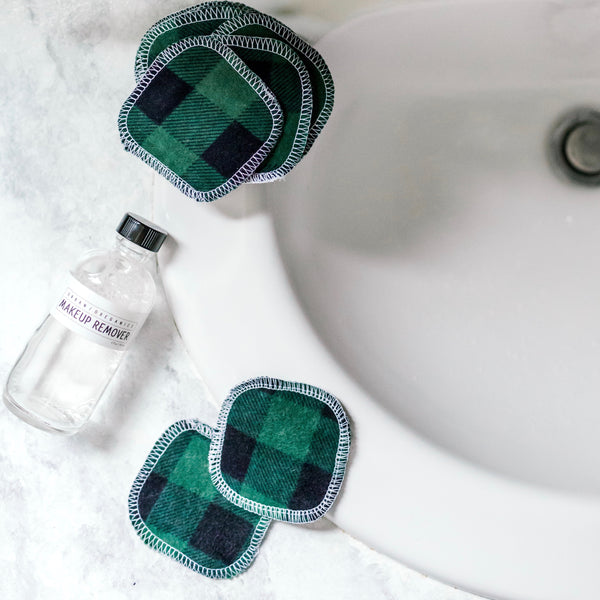 REUSABLE FACIAL ROUNDS: HOLIDAY PLAID