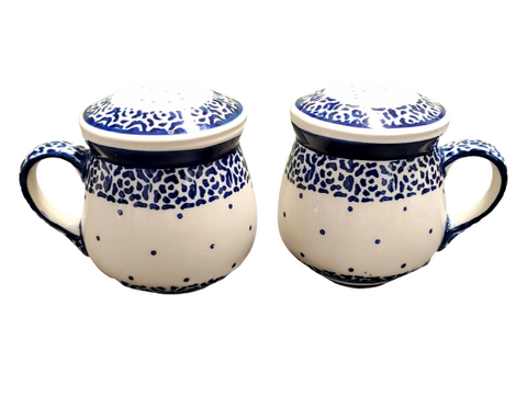 Salt and pepper set in Traditional pattern