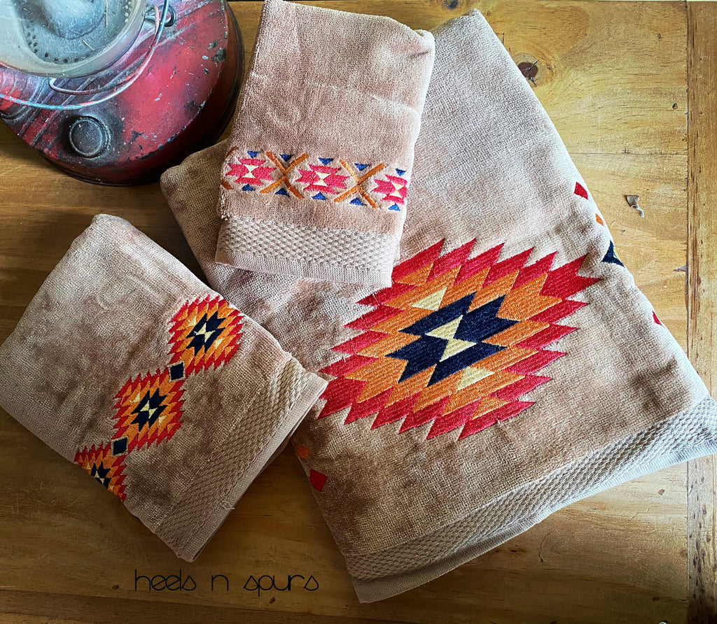 Southern Aztec Embroidered Towel Set
