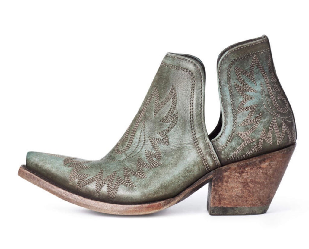 The Dixon Western Boot ~ Ariat Distressed Turquoise