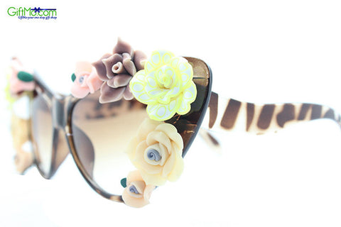 Celeb Inspired Floral Sunglasses - GiftMo