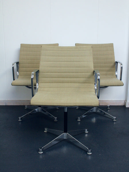 Set of 6 beige Eames EA 107 chairs