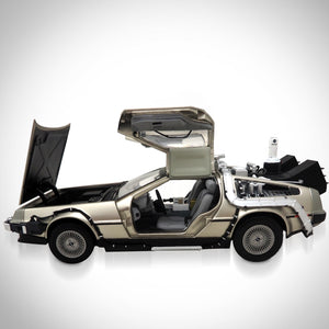 Back To The Future-Dmc Delorean 1/18 Die-Cast Car Exclusive Elite Edition Display Set