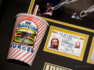 Pulp Fiction Kahuna Burger scene with Kahuna drinking cup prop and driver's license Samuel L. Jackson John Travolta hand signed display box frame cup close up